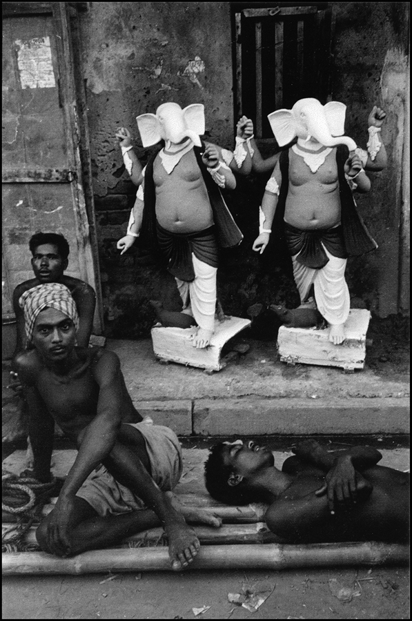 Men resting and Ganesh images, Calcutta, 1972