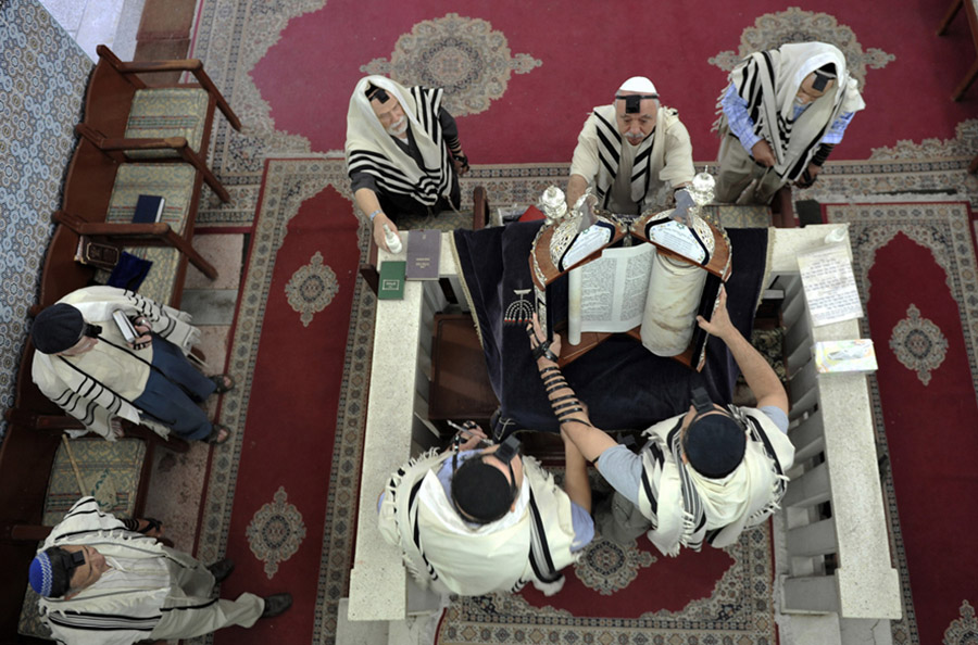 Opening of the Torah, Slat Laazama synagogue, Mellah, Marrakech, 2011