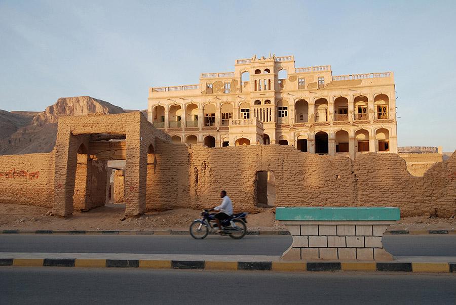Mud brick palace, Tarim, Hadramawt, Yemen, 2007