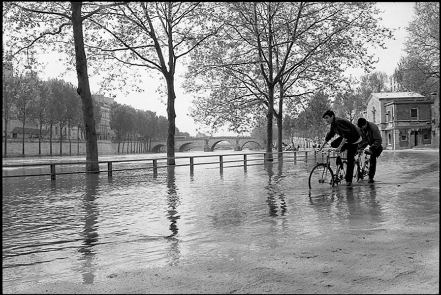 Port des Célestins flooded and Pont Marie, 2001