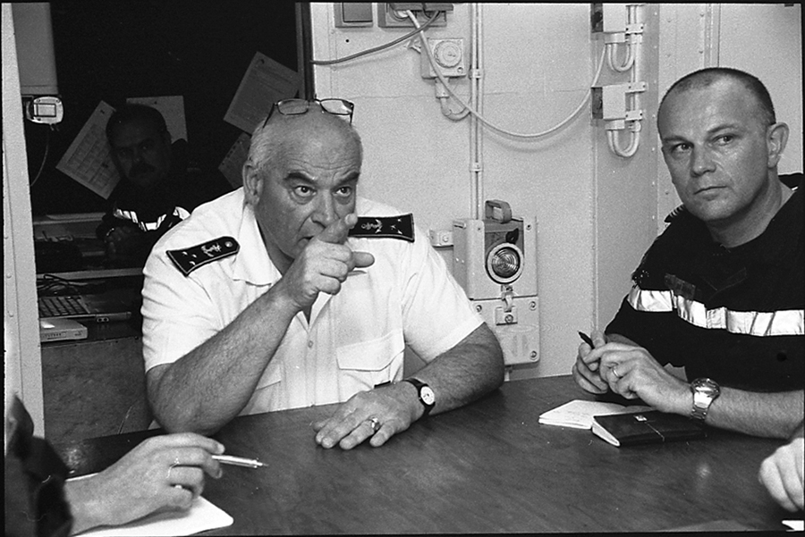 Briefing of Admiral Jacques Mazars, commander of Task Force 150