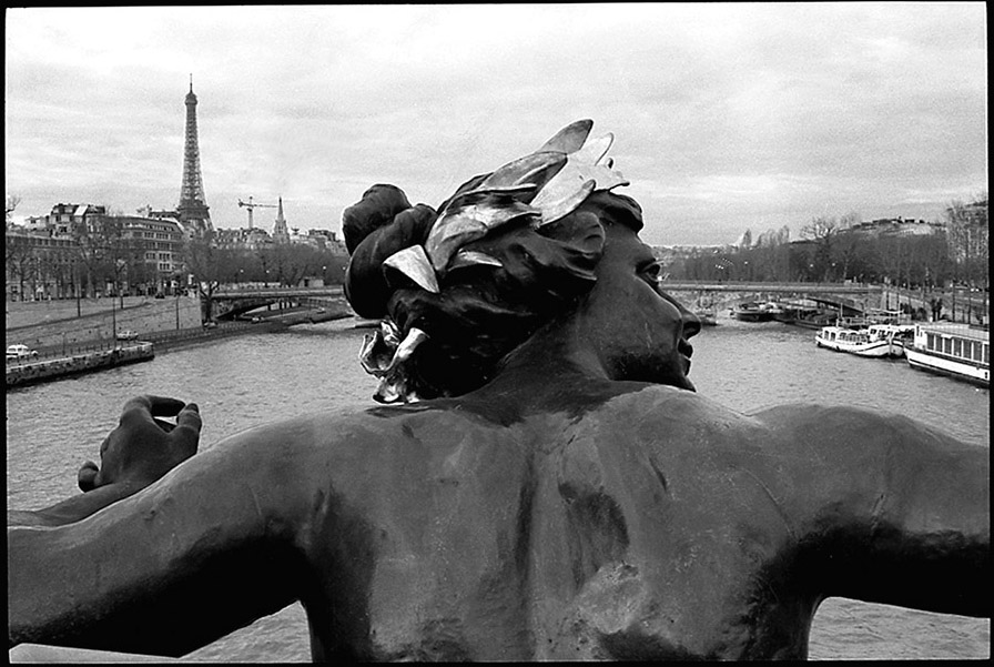 A nymph on Pont Alexandre III, 2002
