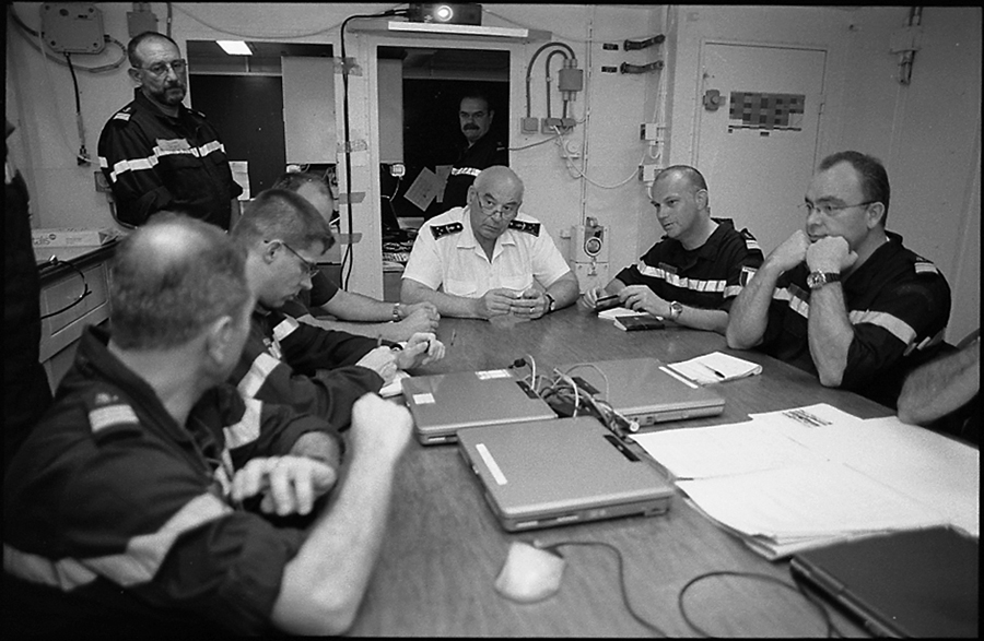 Briefing of Admiral Jacques Mazars, commander of TF 150