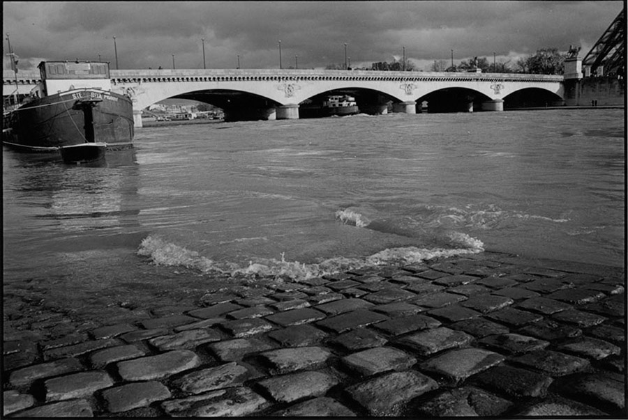 Pont d'Iena and Quai de New York flooded, 2000