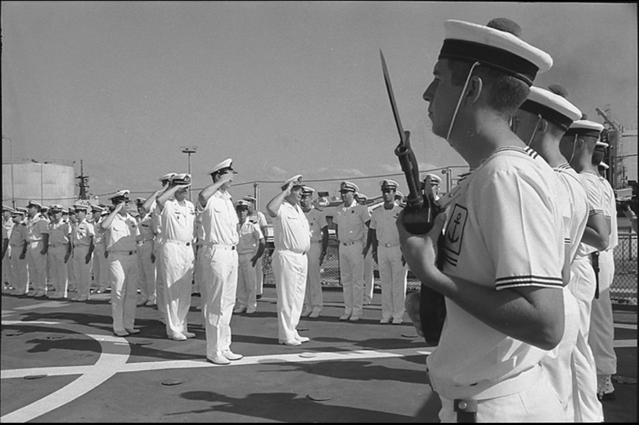 Admiral Jacques Mazars and Dutch Commodor saluting the crew of the VAR