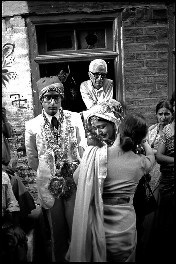 Hindu wedding, bride leaving her family, Srinagar, Kashmir, 1979
