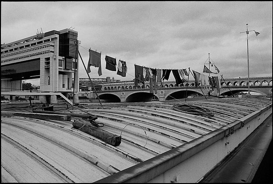 Laundry drying on a barge, Ministry of Finance and Pont de Bercy, 2000