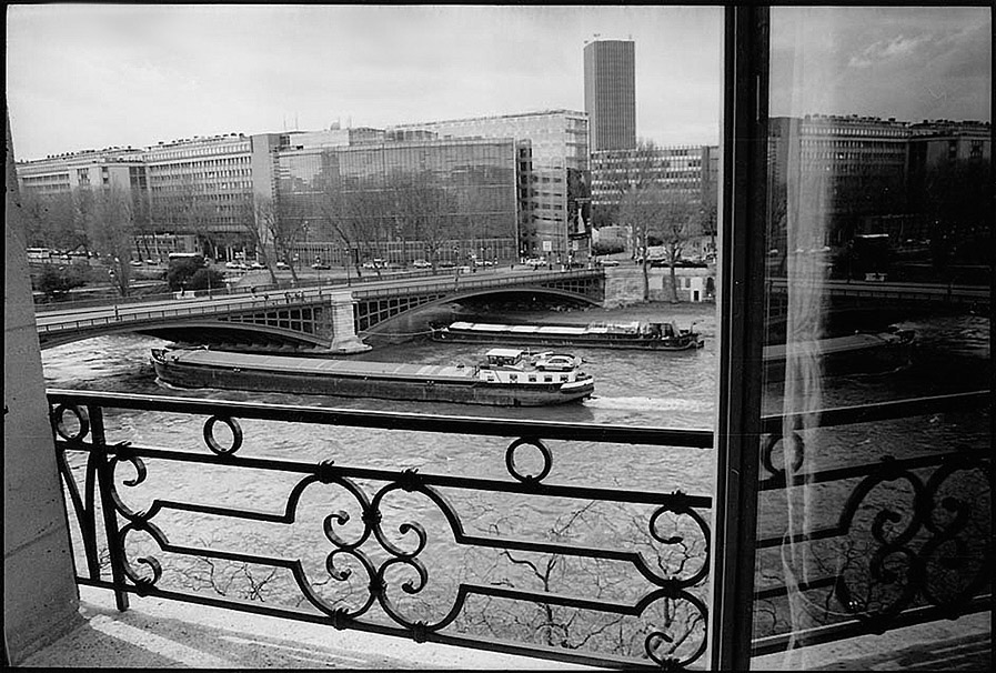 Pont de Sully and Institut du Monde Arabe (IMA) taken from quai de Béthune, 2001